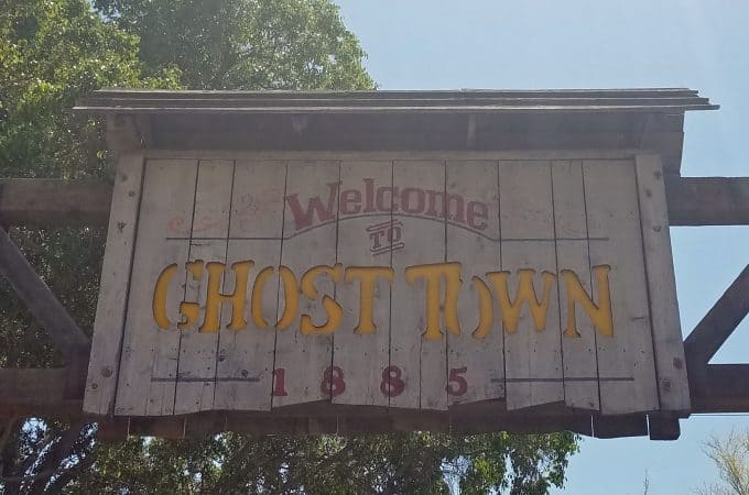 Experiencing Knott's Ghost Town Alive