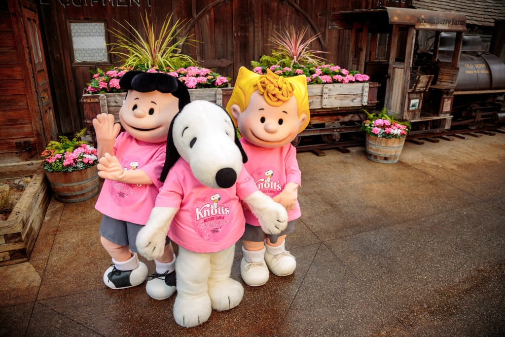 Knott's For The Cure_Snoopy Lucy Sally_Ghost Town