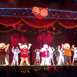 Christmas at Knott's Merry Farm: Holiday Foodie and Family Fun