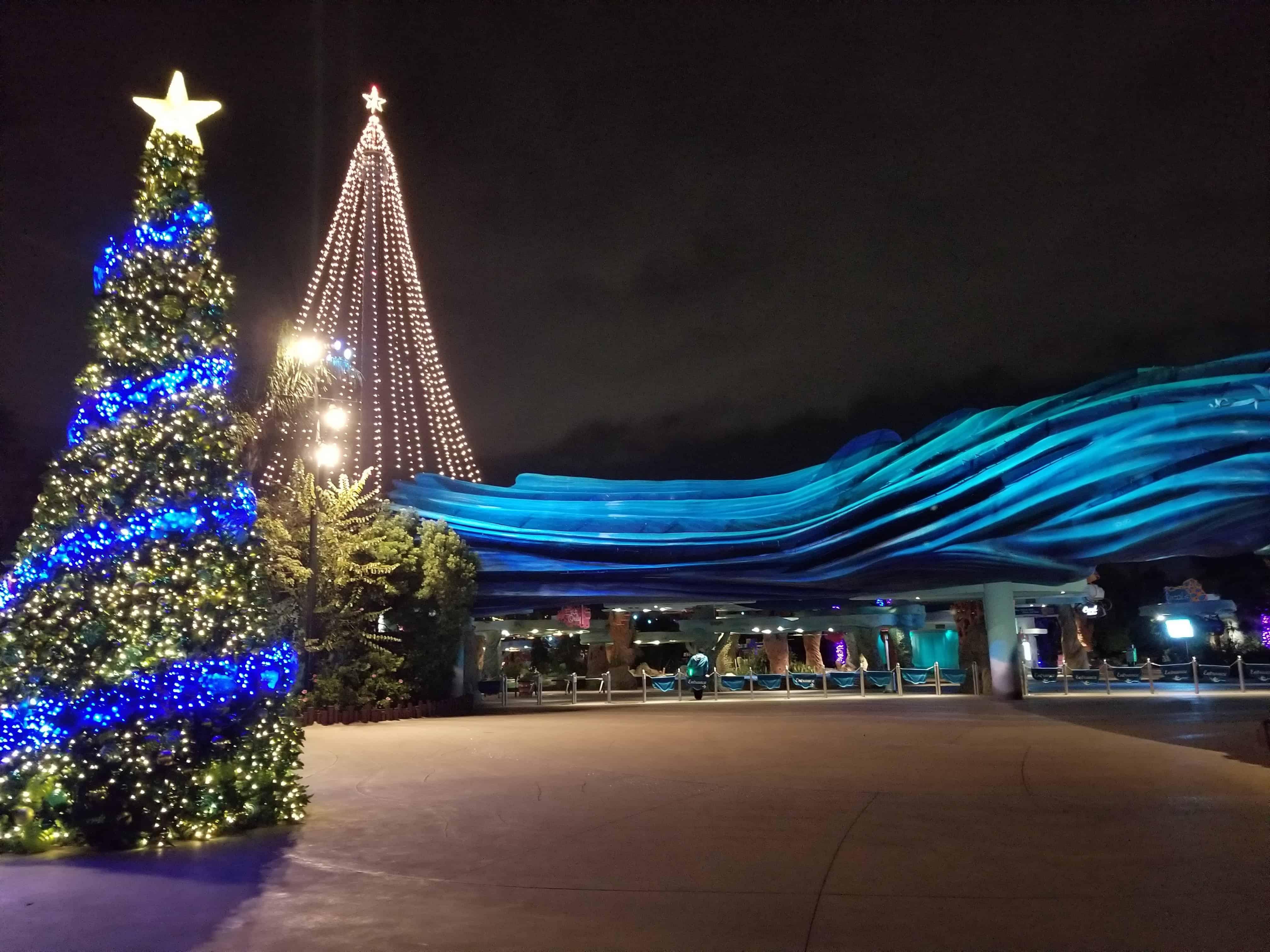 SeaWorld Christmas Musical Character Snow Globe