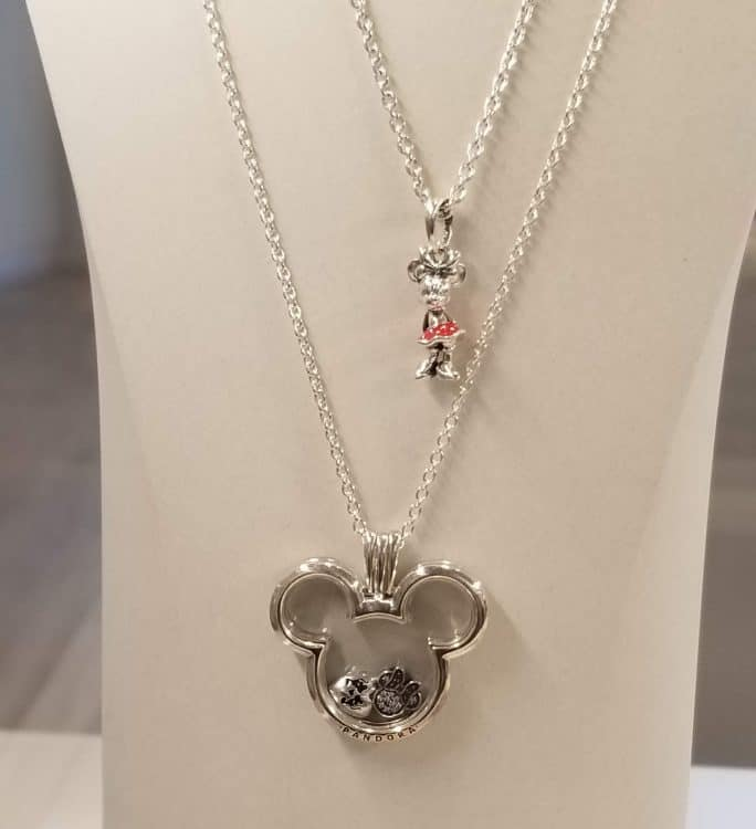valentine's day gift shopping at Pandora Victoria Gardens