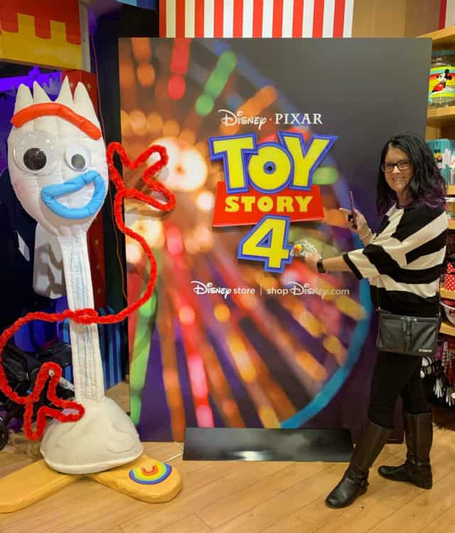 disney store toy story 4 selfie with forky