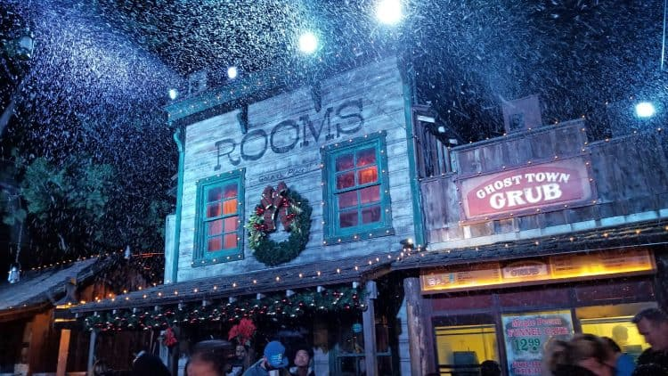 snow and glow at knott's merry farm
