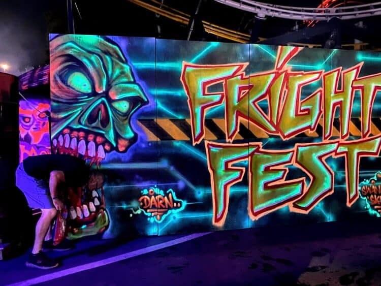 Halloween mazes at six flags magic mountain fright fest